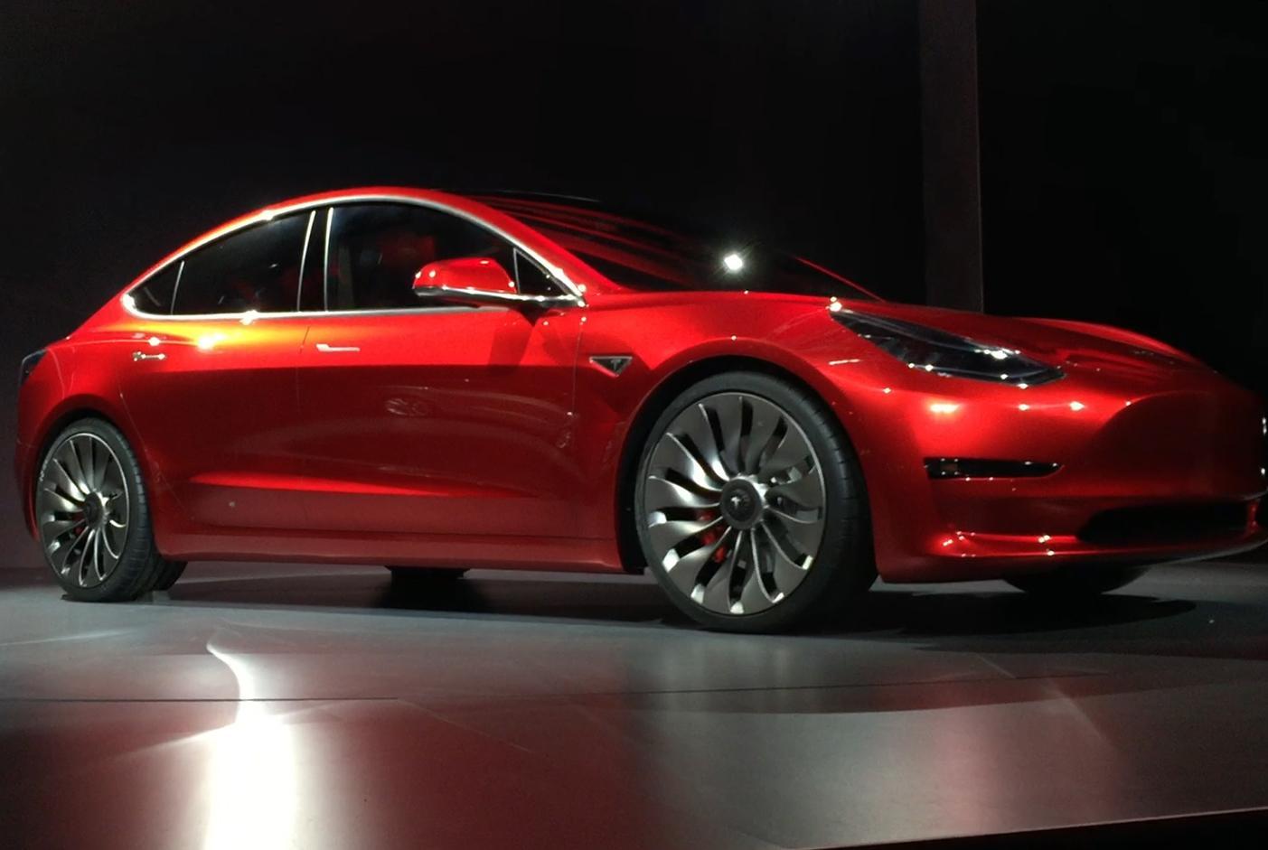 Tesla предлагает турбинные колеса, замеченные на прототипе Model 3 1