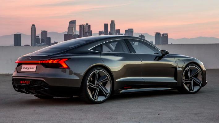 Audi E-Tron GT против Tesla Model S в цифрах 11