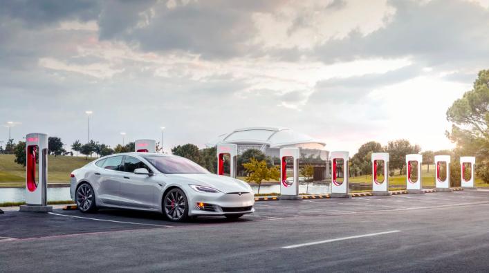 Audi E-Tron GT против Tesla Model S в цифрах 12