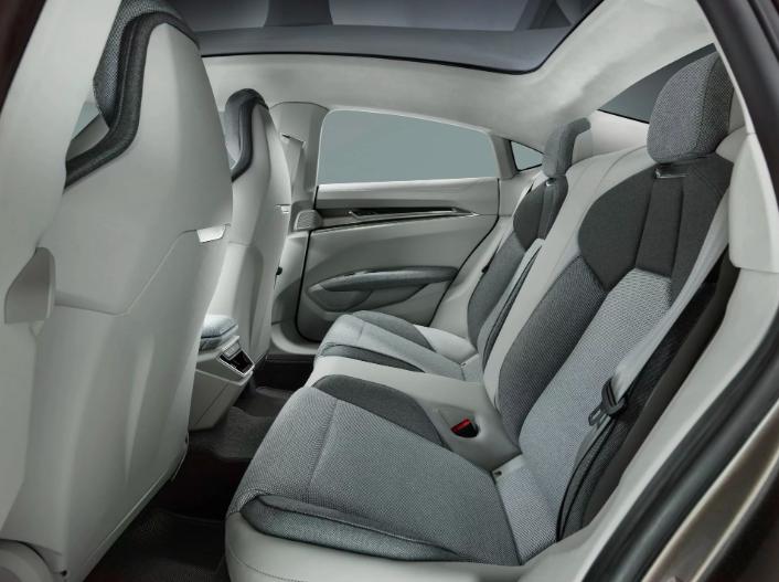 Audi E-Tron GT против Tesla Model S в цифрах 15