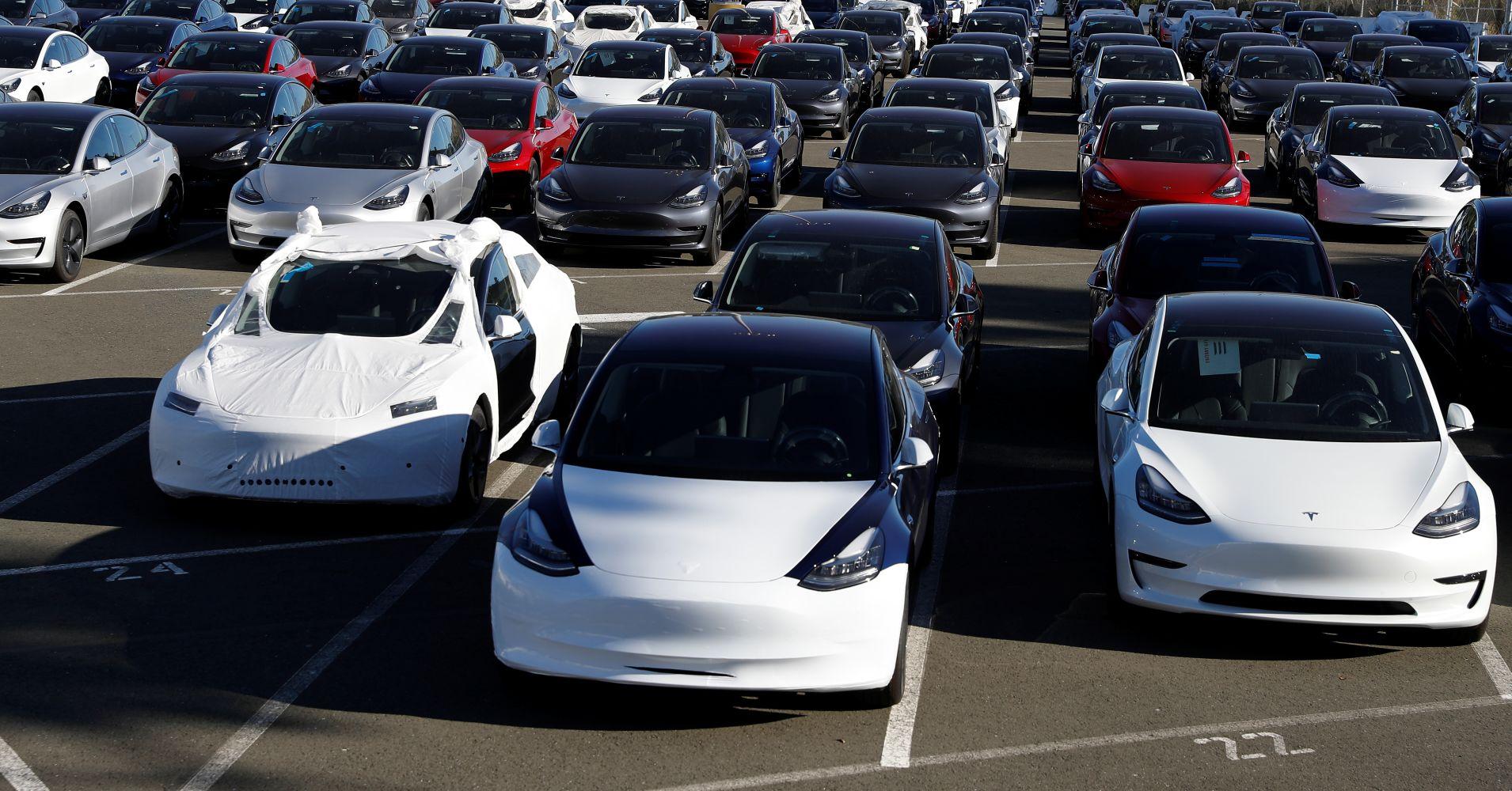 Смотрите видео: Увеличенный проход для встречного транспортного средства