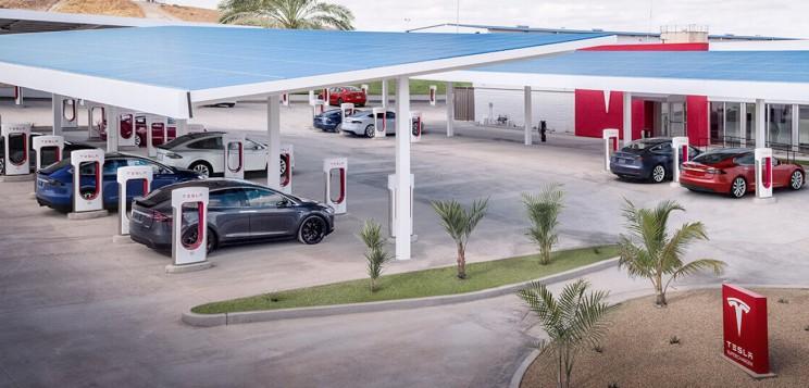 Большинство суперзарядок Tesla теперь оснащаются разъемами CCS в Европе: видео 1