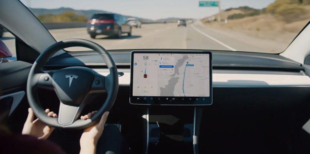 Тестирование последнего обновления Tesla Автопилот при круговом движении 1